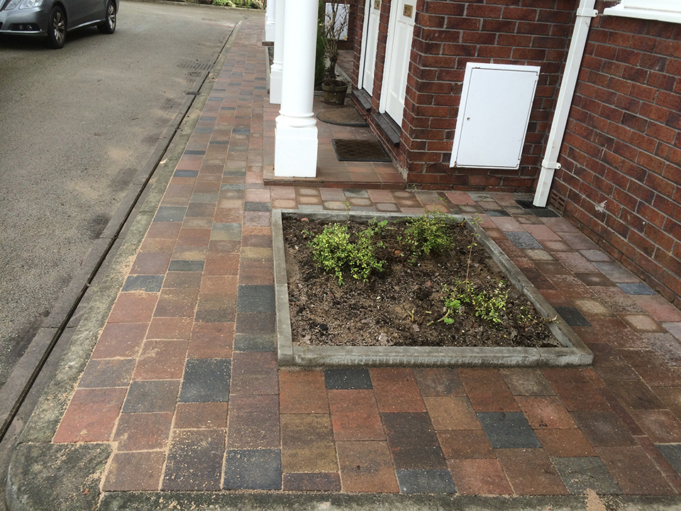 Southport-block-paving-flowerbed
